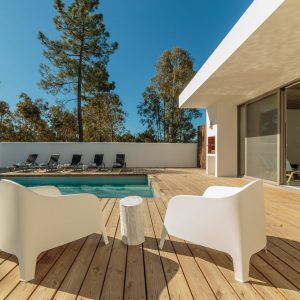 modern-house-with-garden-swimming-pool-and-wooden--PAHP6E4-min